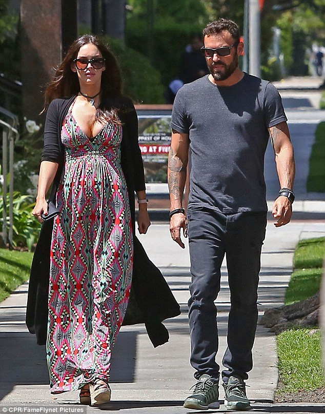 pregnant dating megan The_native_tiger/instagram related: megan fox is pregnant with baby no 3 the actress and green began dating in 2004 and married in.